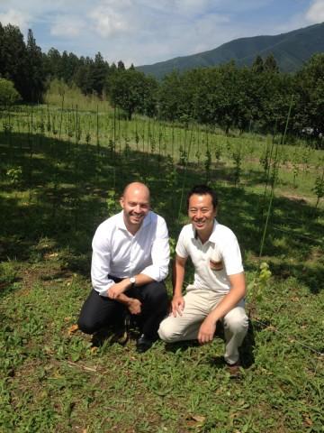 震災後、町興しも兼ねて故郷大船渡市に戻り、家族でワイナリー「Three Peaks Winery」を始められた及川さんの一年目のブドウ畑。