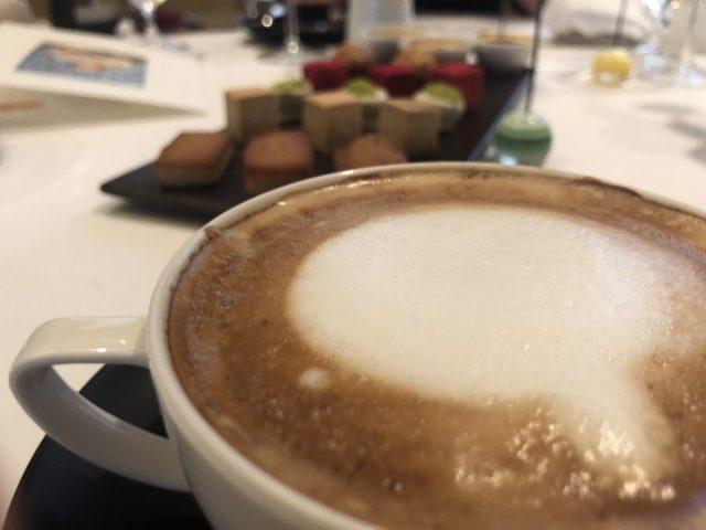 CAFÈ, TÉ : 食後のお飲み物:コーヒー、紅茶、ハーブティー等